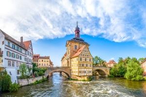 Die Schuldnerberatung in Bamberg unterstützt Sie auf dem Weg in die Schuldenfreiheit.