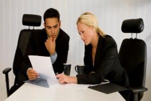 Eine Schuldnerberatung für Selbstständige kann auch über den Anwalt erfolgen.
