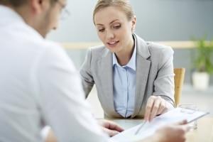 Meist wird die Schuldnerberatung am Telefon im persönlichen Gespräch fortgesetzt.