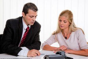 Die Schuldnerberatung durch einen Verein ist eine Alternative zu staatlichen Stellen.