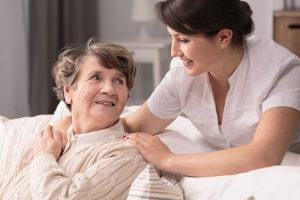 Ein solidarisches Grundeinkommen könnte dann für die Unterstützung älterer Menschen als Haushaltshilfe gewährt werden.