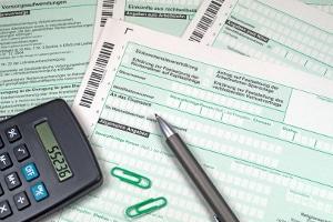 Spartipps: Mithilfe der Steuererklärung können Sie Ausgaben von der Steuer absetzen.