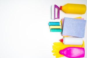 Spartricks im Alltag: Reinigungsmittel lassen sich ganz einfach selbst herstellen und sind sehr viel preiswerter als gekaufte Produkte.