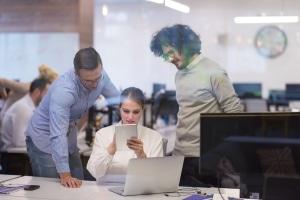 Eine stille Gehaltsabtretung bedeutet, dass der Arbeitgeber zunächst nichts von der Vereinbarung erfährt.