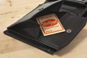 Die Taschenpfändung ist nur unter strengen Voraussetzungen zulässig, weil sie einen starken Eingriff in das Persönlichkeitsrecht darstellt.