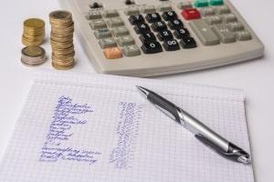 Weitere Maßnahmen wie ein Haushaltsplan können neben der Umschuldung sinnvoll sein.