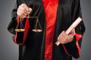 Untreue: Ein schwerer Fall wird mit Freiheitsstrafte von sechs Monaten bis zu zehn Jahre bestraft.
