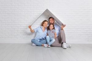 Laut Wohngeld- und Mietenbericht 2018 geben die Deutschen anteilig immer mehr fürs Wohnen aus.
