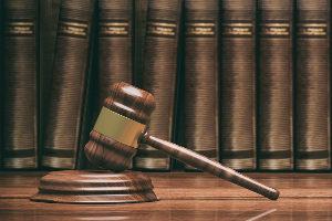§ 758 Abs. 2 ZPO erlaubt auch eine Wohnungsöffnung durch den Gerichtsvollzieher.