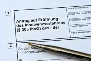 Bei Zahlungsstockung besteht keine Antragspflicht, bei Zahlungsunfähigkeit schon.
