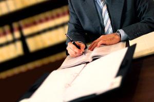 Zuerst prüft der Richter die Zulässigkeit der Drittwiderspruchsklage.