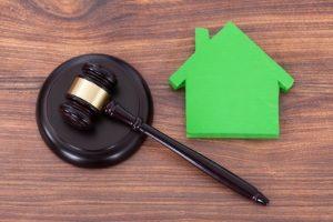 Zwangsversteigerungen von Immobilien werden u. a. bei einer Privatinsolvenz durchgeführt.